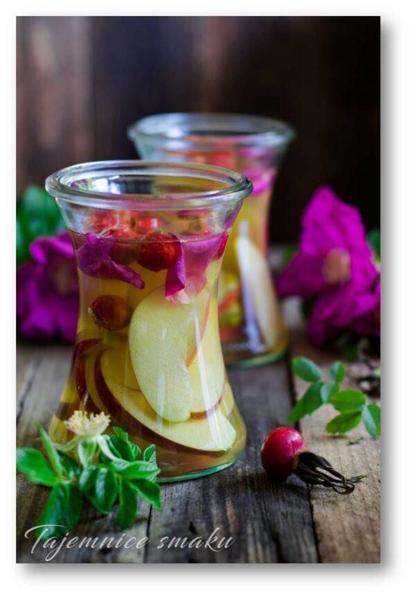 ocet z jabłek - jabłka róża miód płatki róży