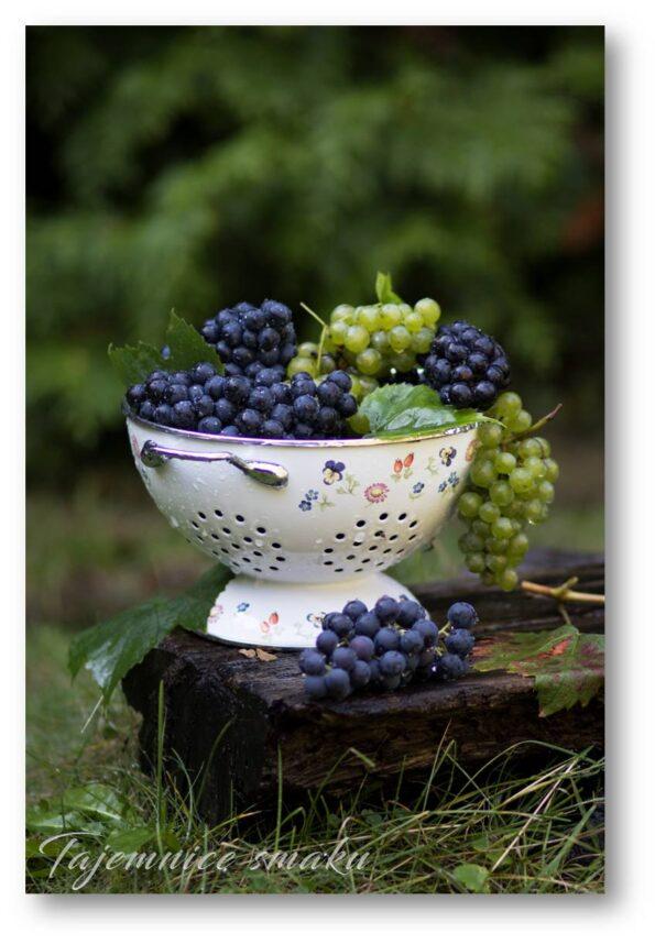 winogrona ogrodowe ciemne i jasne