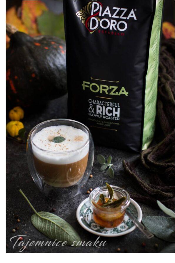 kawa z syropem klonowym szałwią i pieprzem